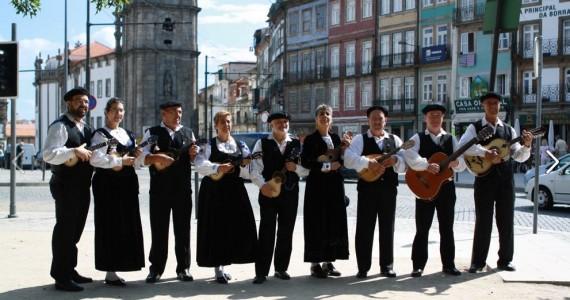 Workshop primeiros passos e compassos com o Grupo de Cavaquinhos do Porto Primeiros passos para uma caminhada no cavaquinho! Casa da Guitarra Porto