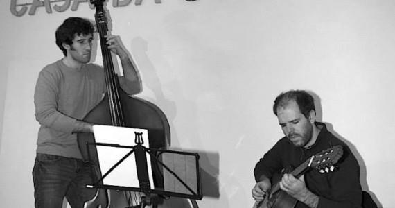 Nuno Trocado e Carlos Garrote Este duo formado por Nuno Trocado (guitarra) e Carlos Garrote (contrabaixo) vai apresentar um programa constituído por standards do jazz e temas do cancioneiro norte-americano. Na casa da Guitarra Porto