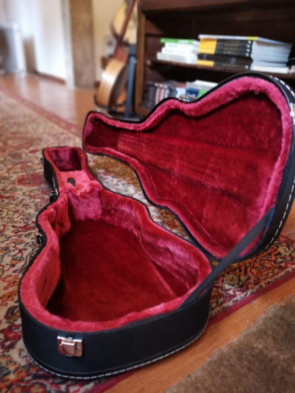 Estojo rígido para ukulele barítono Ortolá 4930 interior